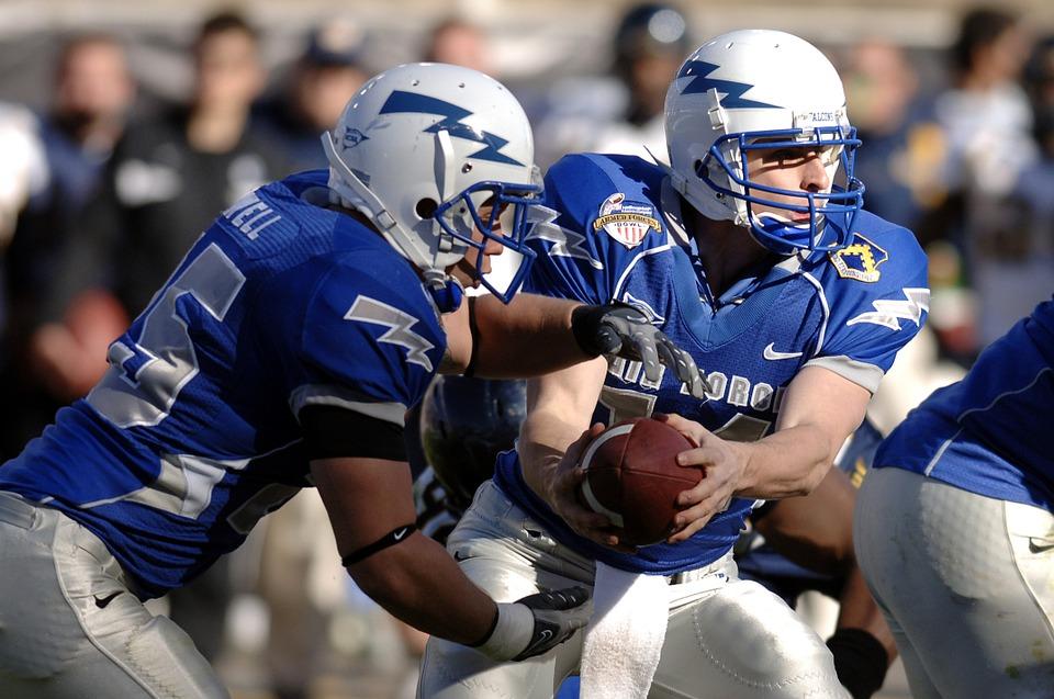Jogadores de futebol de americano estão mais suscetíveis à concussão, que pode causar doença cerebral degenerativa (Foto: Pixabay)