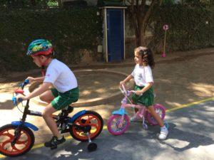 No Dia Mundial sem Carro, Colégio Miraflores, no Rio, faz atividades com bicicletas e patinetes (Foto: Divulgação)