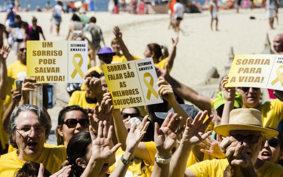 Evento na orla de Copacabana chamou atenção para os casos de suicídio (Foto: Isabela Kassow - Divulgação)