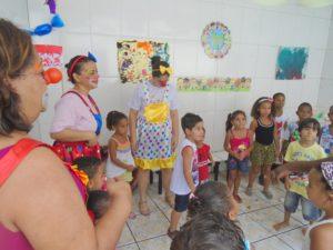Festa da Clínica da Alegria na creche do Morro do Bumba em Niterói: ONG volta ao local este mês (Foto: Divulgação)