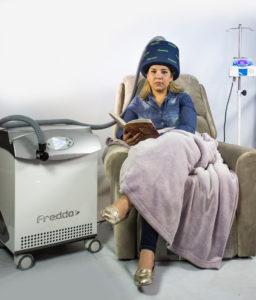 Touca que usa temperaturas baixas para reverter queda de cabelo é novidade em congresso médico sobre oncologia (Foto: Divulgação)