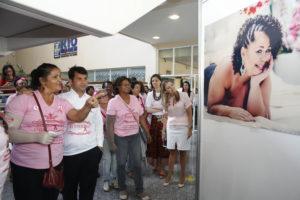 Dia D pelo Outubro Rosa levou exposição fotográfica do projeto Peito Aberto ao Rio Imagem (Foto: Divulgação SES)