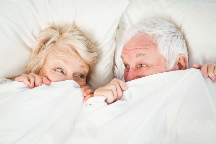 Cada vez mais ativos, idosos estão mantendo uma vida sexual intensa após os 60 anos (Reprodução de internet)
