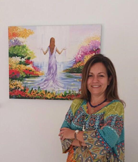 A terapeuta e instrutora de ThetaHealing® Katia Larsen promove o retiro 'A Jornada da Heroína – Reconsagrando o divino feminino' dias 24 e 26 de novembro, em Cachoeiras de Macacu (Foto: Divulgação)