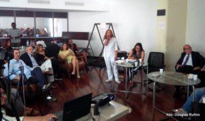 A pranaterapeuta Marta Cavalcanti falou sobre técnicas para ajudar pessoas e empresas a vencerem o problema (Foto: Douglas Rufino)